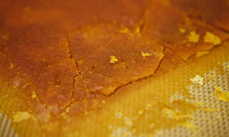 What Are Cannabis Oil, Shatter, and Wax Extracts? | Leafly