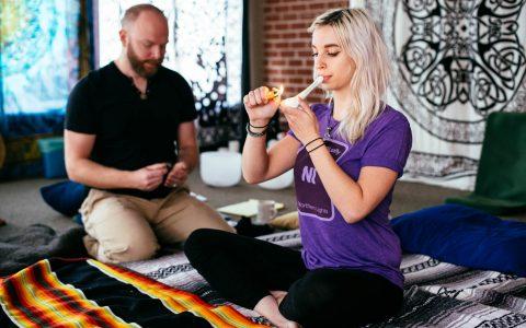 El Cannabis y la Meditación: las Mejores Prácticas para una Mente Elevada - Leafly 5