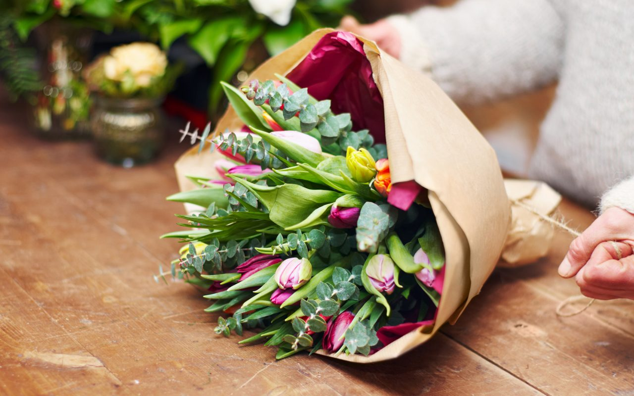 Valentine\'s Day: Pair Your Sweetheart\'s Bouquet With a Floral ...