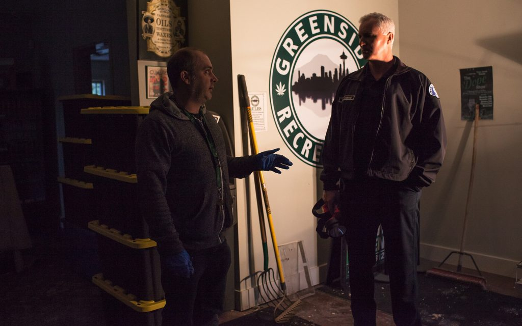 Owner Seth Simpson discusses an earlier inspection with Cpt. Greene of the Seattle Fire Dept. (Ramon Dompor for Leafly)