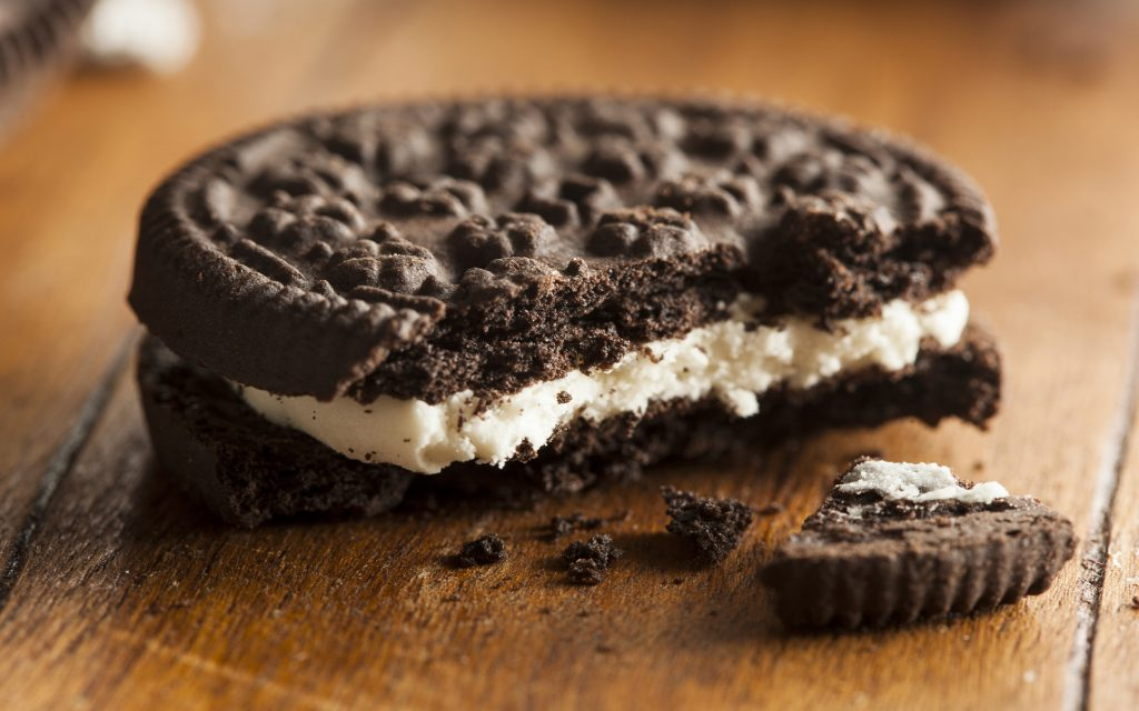 Chocolate covered oreos: gourmet snack recipe for weed munchies