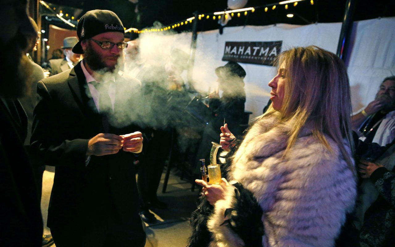 Marijuana-Clubs_Mart-1-1280x800.jpg