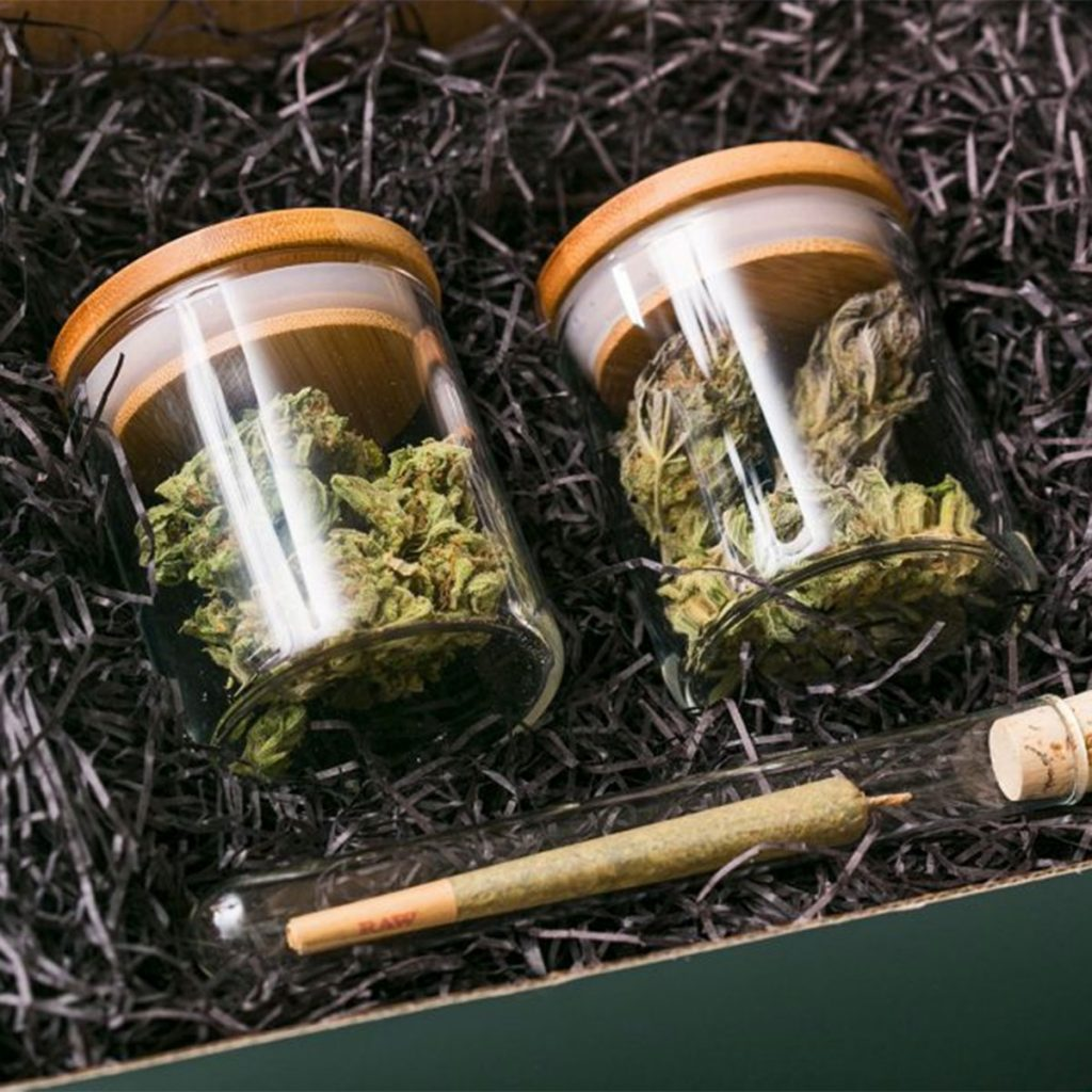 Marijuana subscription box: Quarter Box