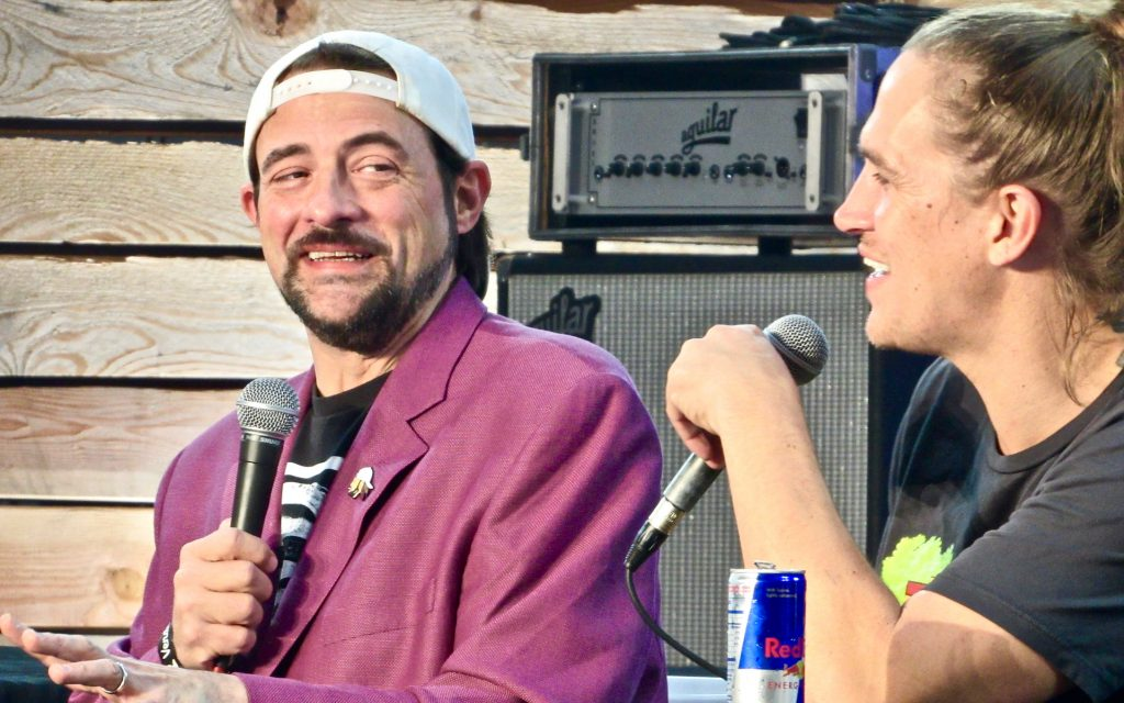 Director Kevin Smith and actor Jason Mewes record an episode of