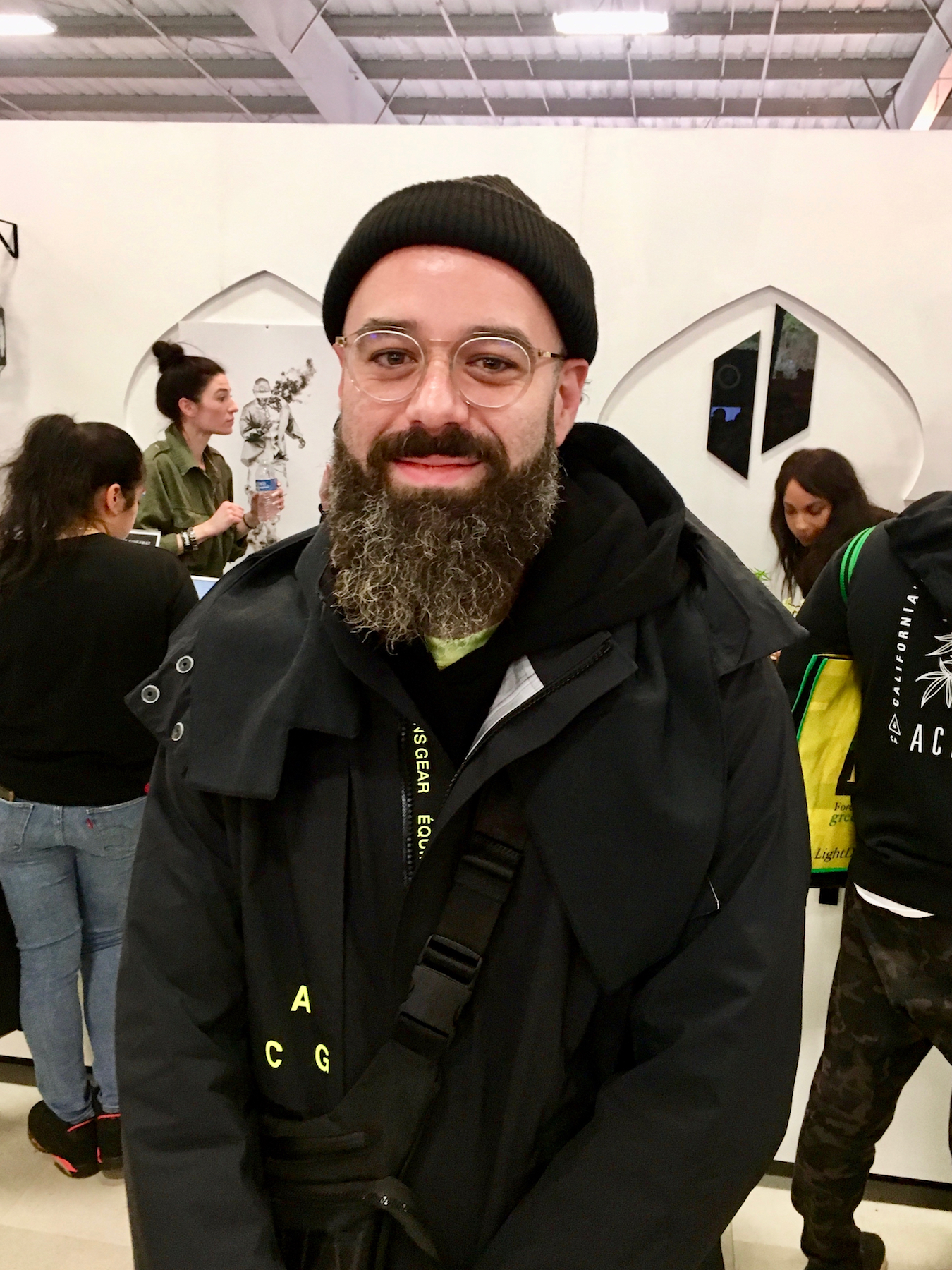 Low-key titan Roger Volodarsky—CEO of Puffco—provided Puffco Peak for bring-your-own dabs sessions. (David Downs/Leafly)