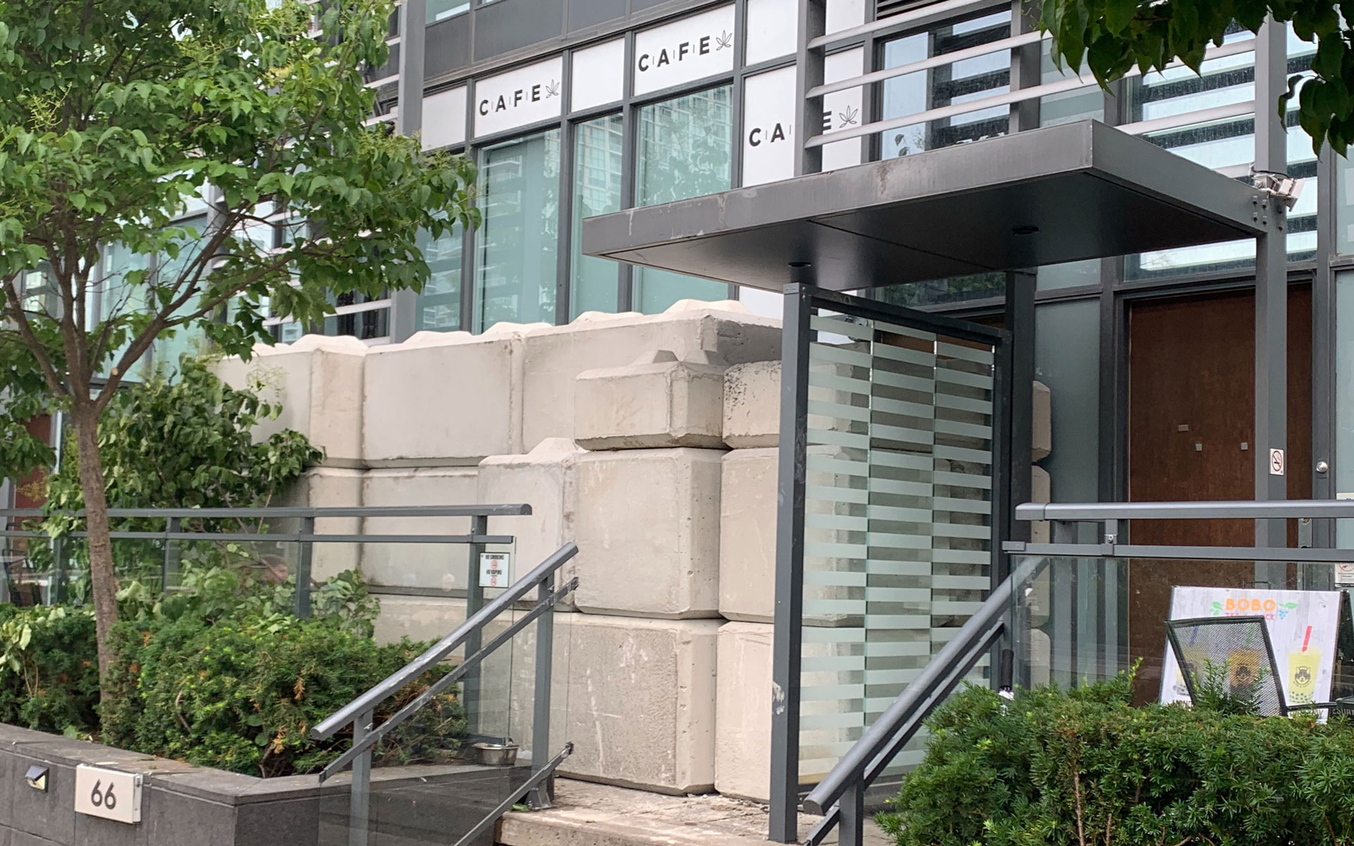 Illicit Toronto Dispensary Refuses to Be Stonewalled thumbnail