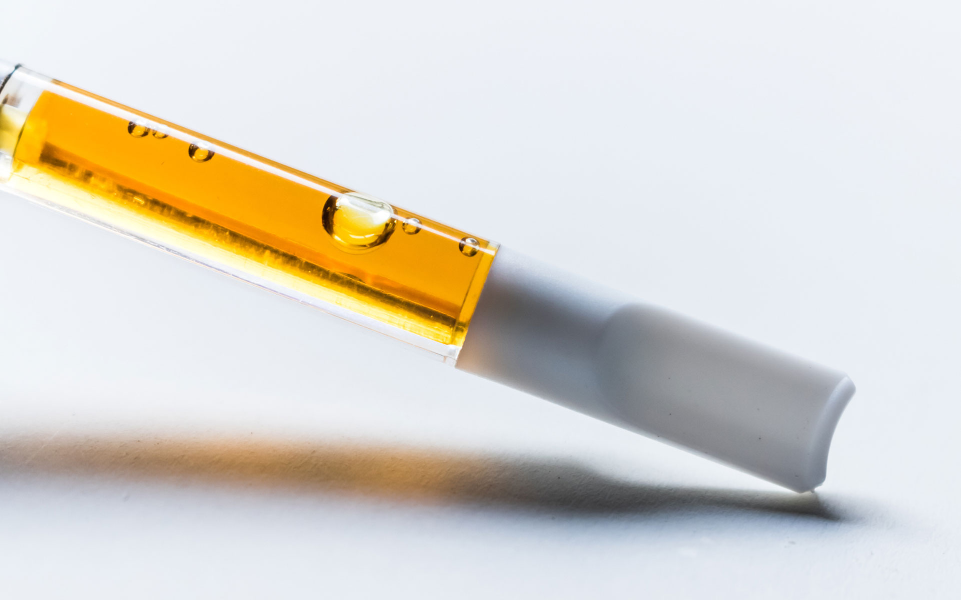 A Leafly investigation details the contaminated supply chain for illicit market THC vape carts. (HighGradeRoots/iStock)